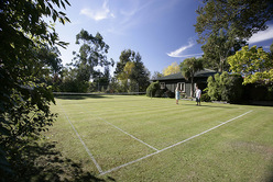 Centre Hill Cottage tennis court